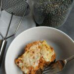 recette de hachis parmentier aux lentilles et patates douces dans une assiette creuse