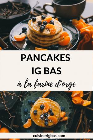 Pancakes saines IG bas dans un décor d'automne